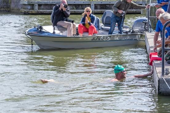 Weergoden maken van vijftigste editie IJsselmeermarathon een heroïsche aflevering, met Maarten van der Weijden als blikvanger