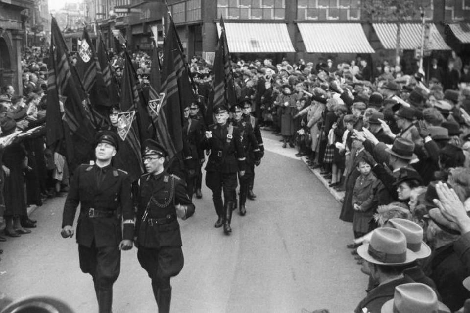 De Haarlemse WA tijdens een triomfmars.