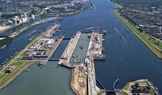 En de nieuwe zeesluis bij IJmuiden heet... Zeesluis IJmuiden [video]
