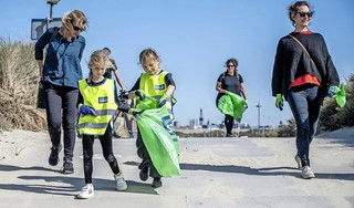 Met grijpers het afval te lijf op World Clean Up Day: 'Ik heb vandaag de natuur een beetje gered'