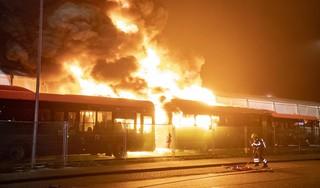 Grote brand in busremise Connexxion Haarlem [video]