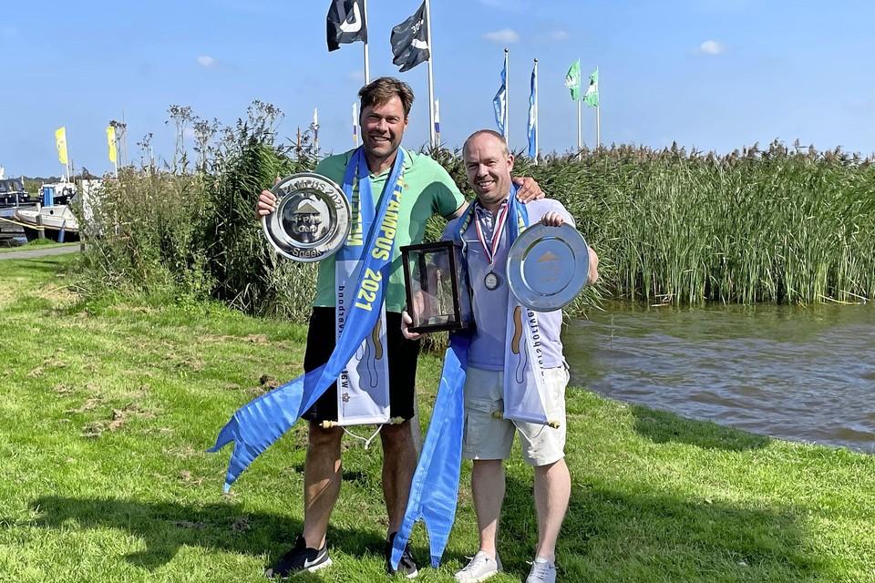 De twee kampioenen, rechts Wiebe Schippers, links Mike Kamminga.