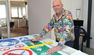 John Groot van het gelijknamige reclamebureau ziet het alleen maar drukker worden in coronatijd. 'Veel van mijn klanten zijn actief in de bouwsector. Daar is veel werk'