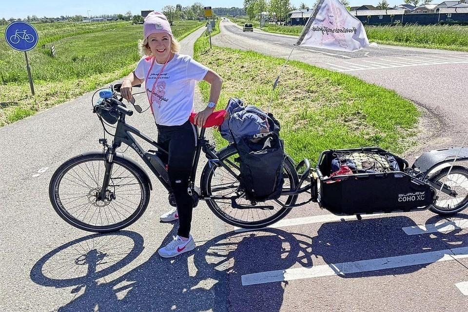 Evelien van der Werff onderweg naar Purmerend om inloophuis Wij Allemaal in het zonnetje te zetten.