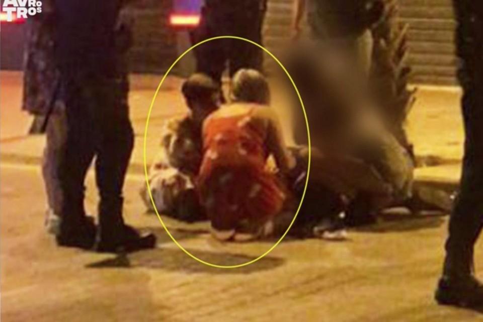 Na de mishandeling ontfermden twee meisjes zich over de gewonde Carlo Heuvelman.