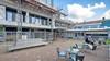 Het 'lelijke eendje' aan het Marktplein in IJmuiden is nog steeds niet om aan te zien. Verbouwing loopt vertraging op. 'Maar het gaat echt heel mooi worden'