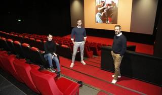 Lege zalen en doodse stilte doen manager Eric Wind van bioscoop Vue pijn. 'Tijd voor wat leuks, een speurtocht door Hilversum naar filmkaartjes en dinerbon. Bedacht met overburen Mout'