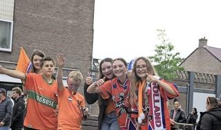 Lange Nieuwstraat is even voor de Oranje-supporter