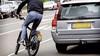 Speed-pedelec is een fiets maar telt als brommer en moet dus tussen de auto's op de rijbaan, GroenLinks Soest vindt het verwarrend; 'Op doorgaande wegen beter toch op het fietspad?'
