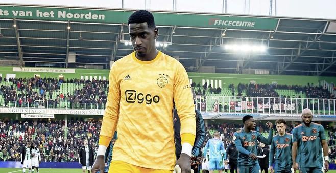 Varela zit niet bij de pakken neer na slecht optreden met Jong Ajax