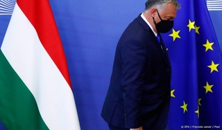 Europese Commissie hard over rechtstaat Hongarije en Polen