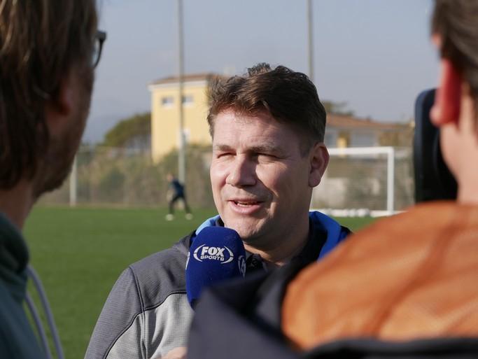 AZ haalt contacten aan met internationale topclubs en blijft zoeken naar verbetering, zegt Max Huiberts