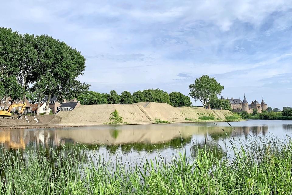 Het opgehoogde bastion bij de Ton Kootsingel heeft weer strakke lijnen.