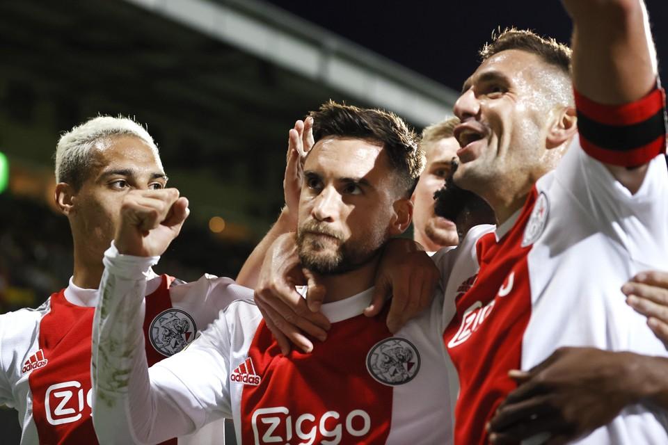 Vlnr: Antony Matheus Dos Santos, Nico Tagliafico en Dusan Tadic.