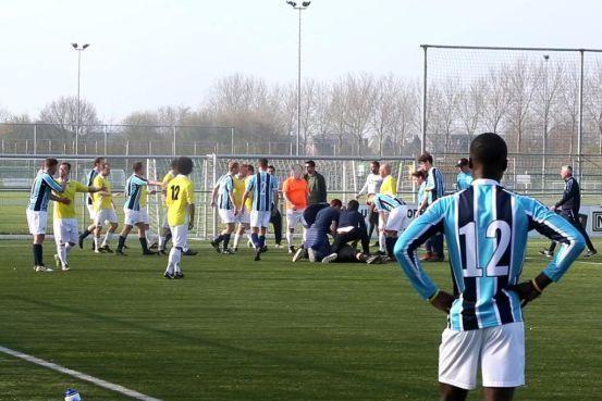 Drie jaar schorsing voor grensrechter die keeper van Hoofddorpse voetbalclub UNO knock-out sloeg