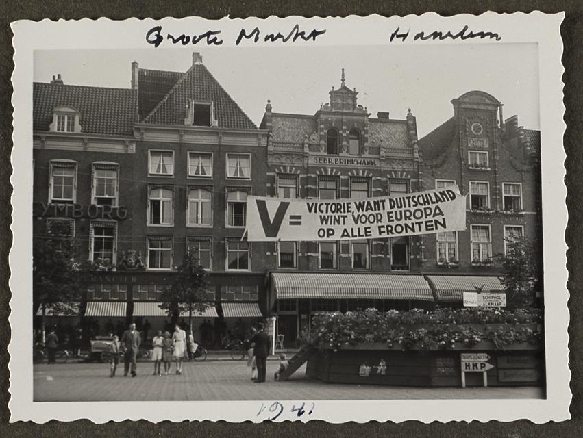 Duitse propaganda op de Grote Markt in 1941.