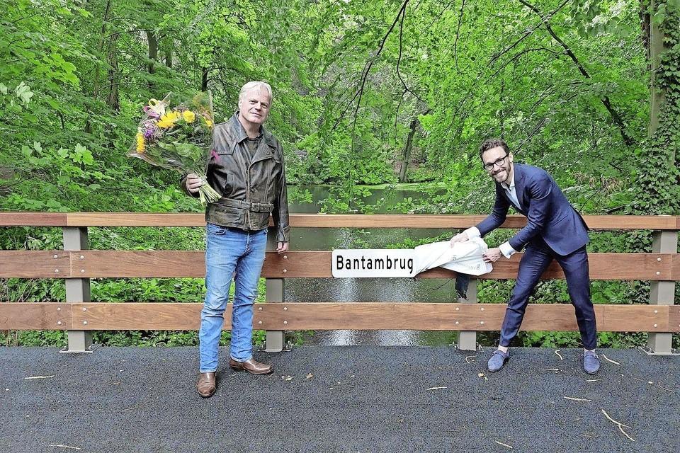 De onthulling vorige week van de naam, met rechts Arno Scheepers en links naamgever Frank Scheers.