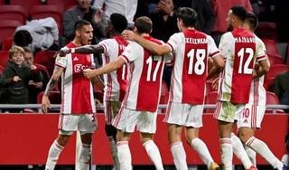 Ook in tijden van corona is voetbal soms emotie: speaker moet ingrijpen tijdens Ajax-Vitesse