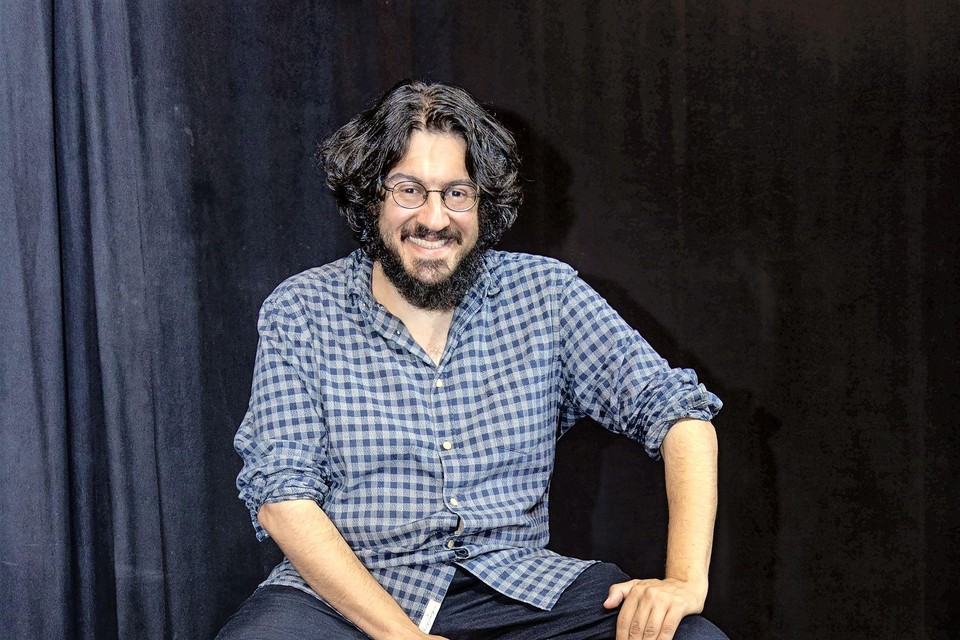 Verhalenverteller Sahand Sahebdivani in Mezrab.