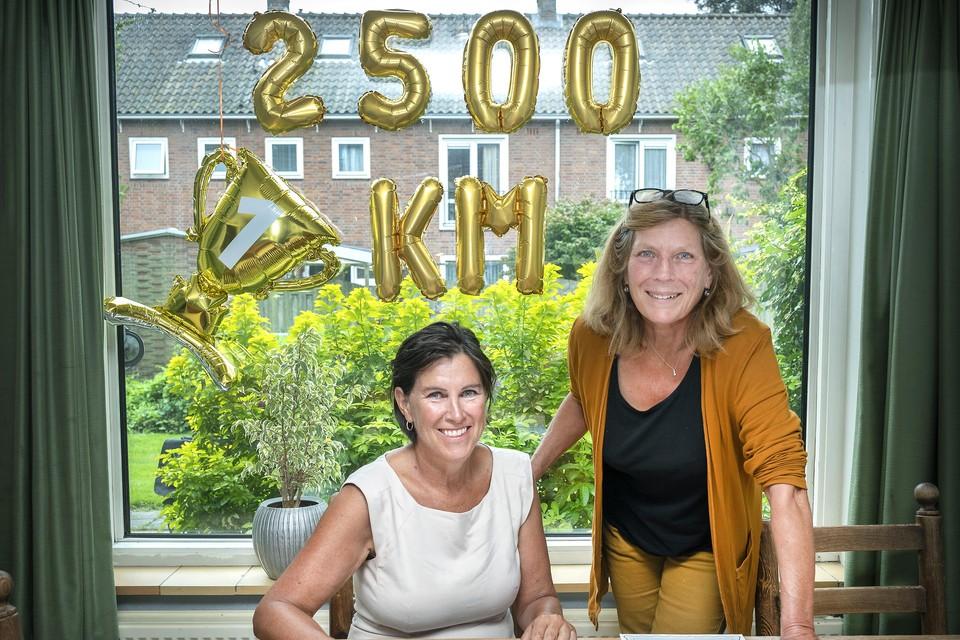 Caroline van Dijk (links) en Winnie Bosman terug in Heemstede.