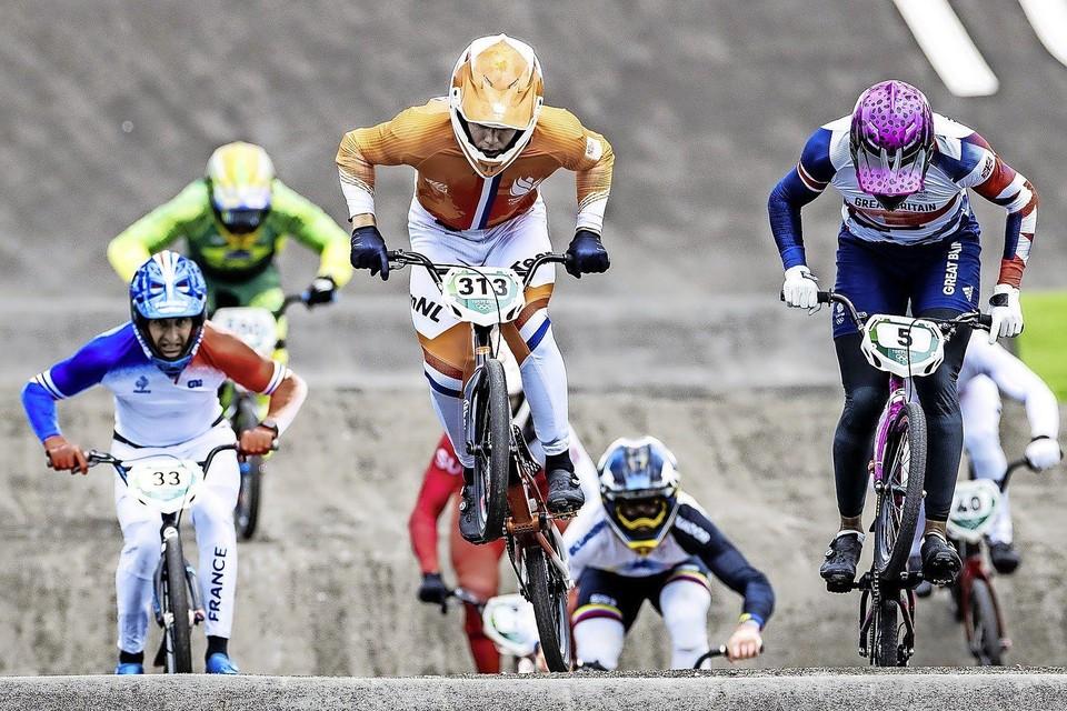 """Niek Kimmann (midden) in de halve finale. ,,Wij BMX'ers zijn verslaafd aan die kick die je krijgt van het racen en het springen."""""""