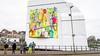 Michael Rieu verkoopt zijn kunstdoeken voor het goede doel, 'cadeau aan Haarlem'