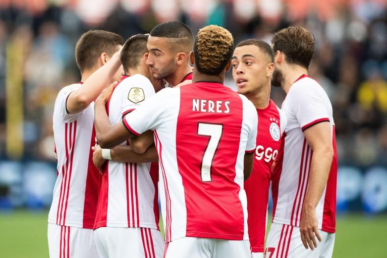 Ajax is ook op halve kracht superieur aan VVV