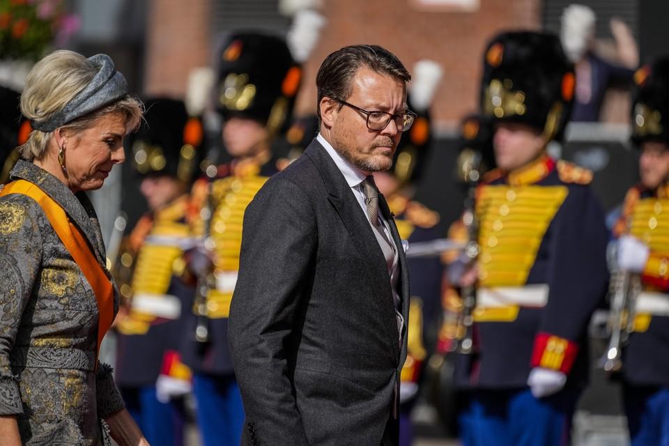 Prins Constantijn en prinses Laurentien arriveren bij de Grote Kerk op Prinsjesdag.