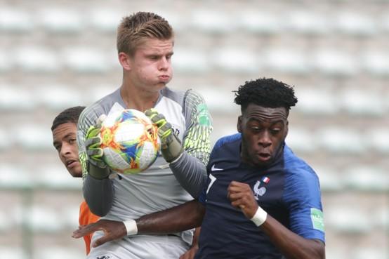 Keeper Calvin Raatsie (17) uit Edam klopt al bij Ajax 1 op de deur, na succesvol EK en WK: 'Maar ik ben er nog lang niet'