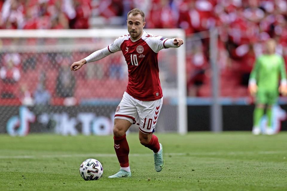 Deen Christian Eriksen in actie tijdens de wedstrijd tegen Finland op het EK.