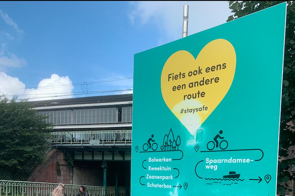 Bord op het Haarlemse Stationsplein.