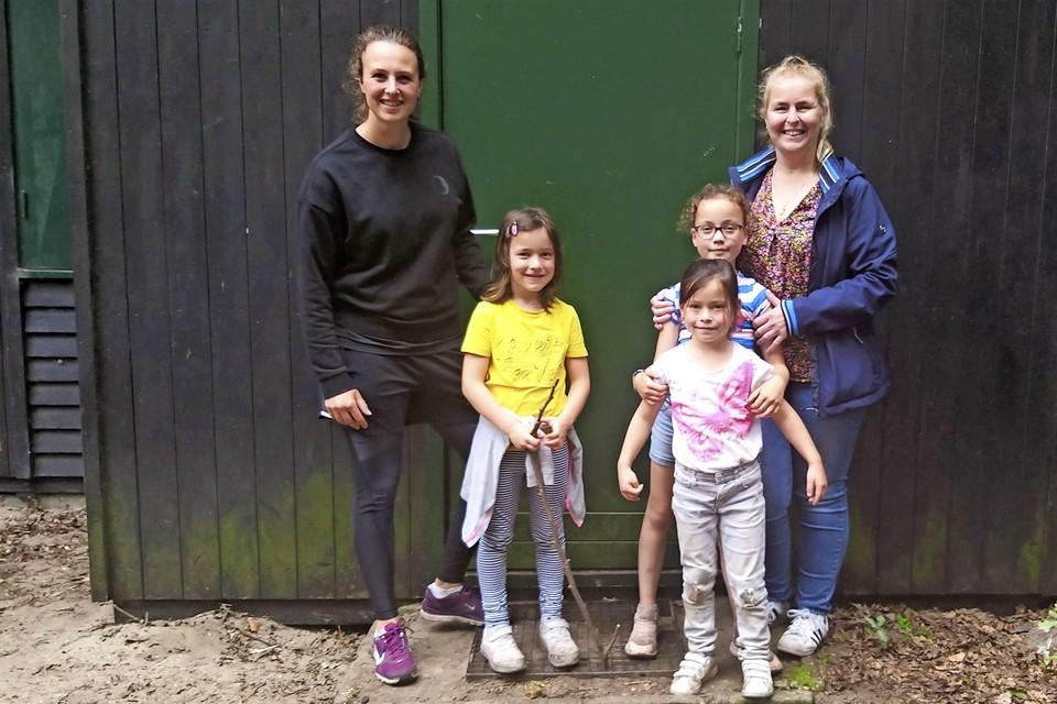 Lisa(l.), Brigitte en de kinderen.