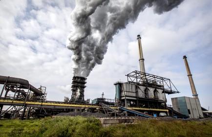 Provincie tikt Tata Steel op de vingers voor 'onvergunde uitstoot' sinterfabriek en laat nu alle belangrijke fabrieken controleren