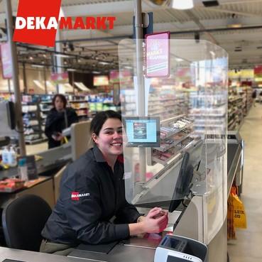 Schermen bij DekaMarkt en Dirk om risico op corona te verkleinen