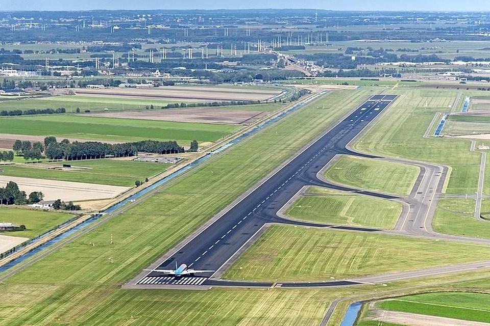De Polderbaan van luchthaven Schiphol.