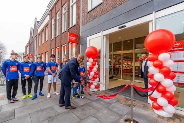 Supermarkt Vomar is hoofdsponsor van de jeugd van FC Weesp.