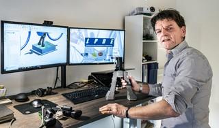 Nooit meer gehannes met snoeren en accu's, Haarlemse oplossing voor opladen e-bike