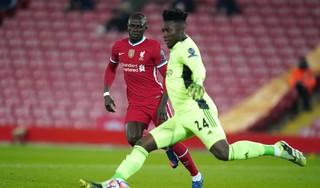 Ajax onderuit tegen Liverpool na blunder van doelman Onana