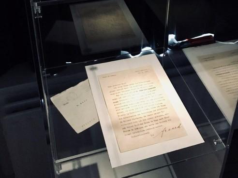 Brief, beeldje, schilderij en kleed van Sigmund Freud volgende week te zien in Haarlem