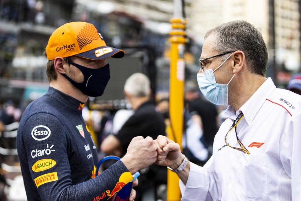 Max Verstappen en Stefano Domenicali, de grote baas van de Formule 1.