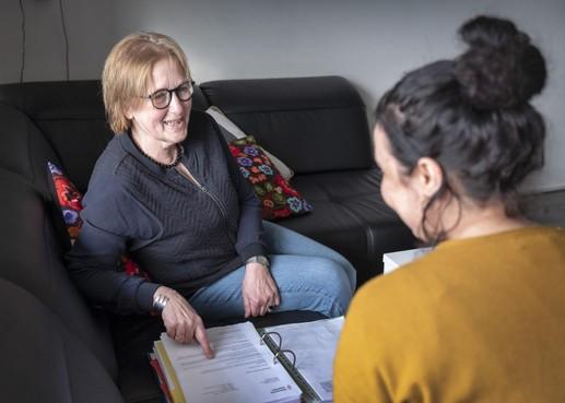 Met hulp van vrijwilliger van Home-Start kreeg Karima haar leven op de rit. 'Marianne zei altijd: het komt goed'