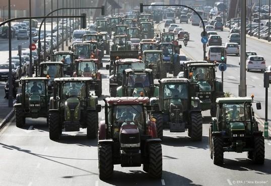 Spaans boerenprotest met duizend tractoren in Valencia
