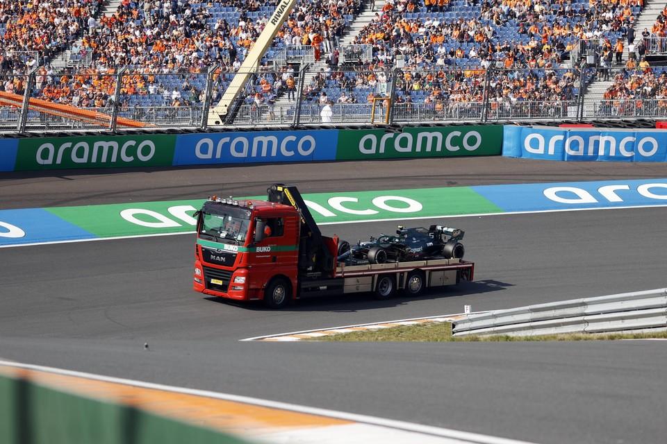 De auto van Sebastian Vettel (Aston Martin) tijdens de eerste vrije training op het circuit van Zandvoort.
