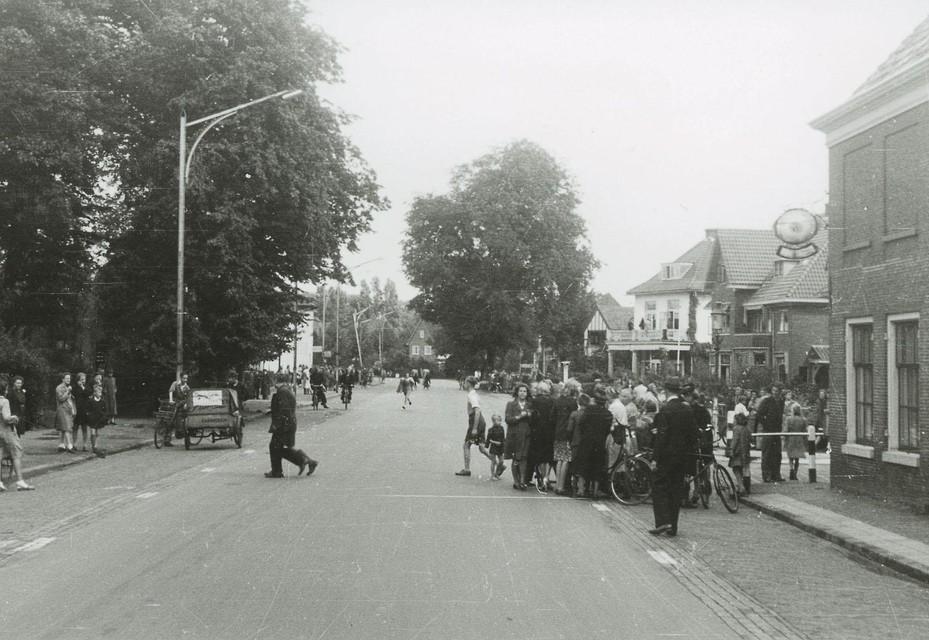 Dolle Dinsdag: een oploop op de Herenweg bij de Koediefslaan in Heemstede.