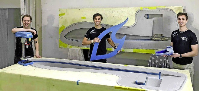 IJmuider Courant: Vliegen op waterstof: studenten Matthew, Jeroen en Sam bouwen mee aan een duurzaam vliegtuig.