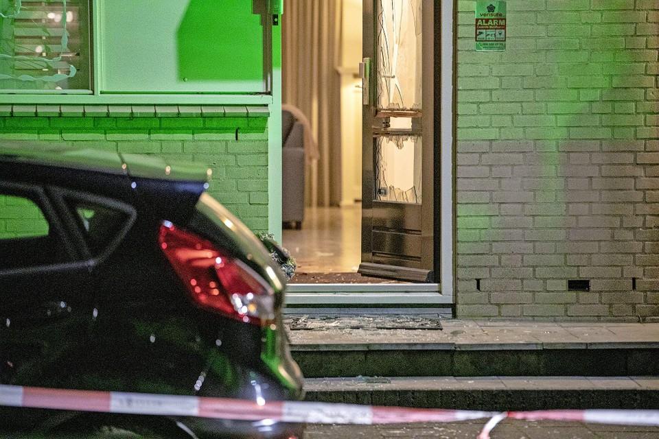 Een bewoonster van de Vrijheidsweg raakte op 31 mei zwaargewond bij een aanslag met zwaar vuurwerk.