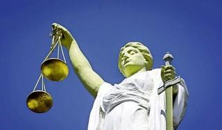 Verdachte van Gooise inbraken blijft langer in voorarrest. Utrechter (20) mag studie nog niet hervatten. Rechter: 'maatschappelijk belang weegt zwaarder'