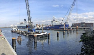 Bouw van boatlandings in IJmondhaven in IJmuiden