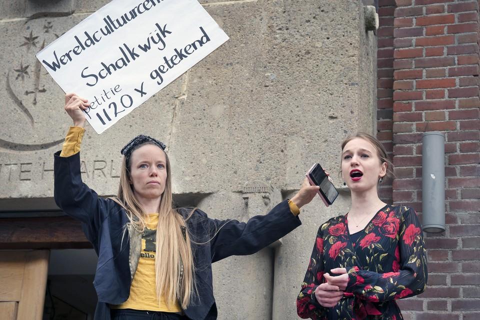 In juli vroeg de Wereldmuziekschool aandacht voor de nijpende situatie met een tableau vivant voor de Zijlpoort.