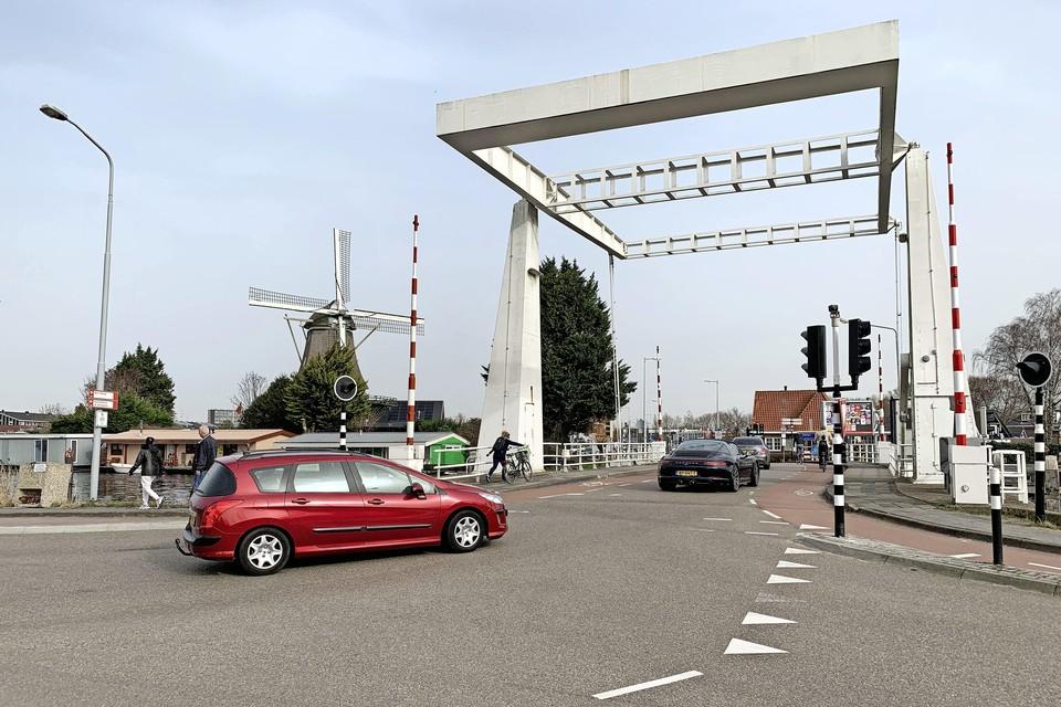 De molen van Sloten staat naast de Sloterbrug over de Ringvaart tussen Badhoevedorp en Sloten.